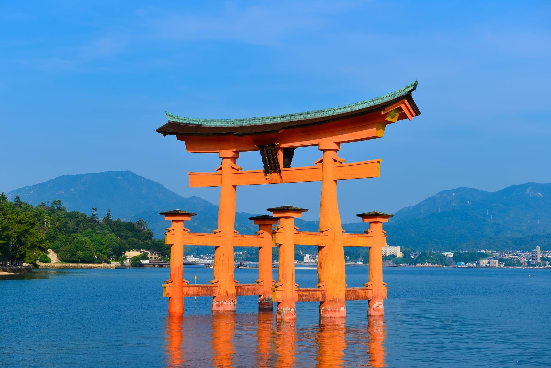 den-Itsukushima-hinh-anh-1