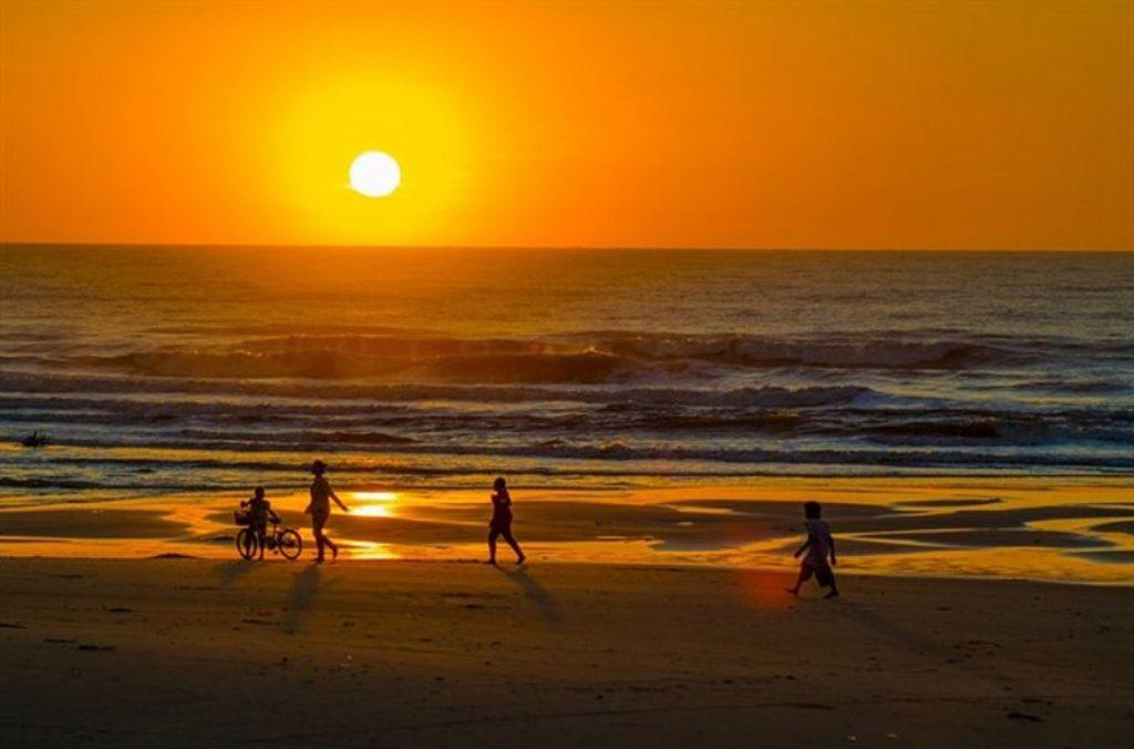 Mặt trời mọc ở chính Đông và lặn ở chính Tây vào ngày nào?