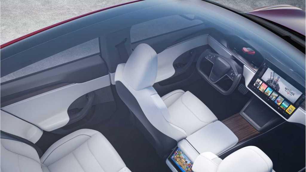 Vô lăng quái dị của phiên bản xe điện Tesla Model S